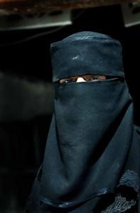 niqåb worn by woman in Yemen